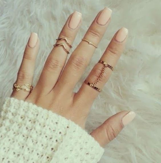 Midi Rings are an absolute must-have in your wardrobe! They are one of the smallest, and biggest staples of the Season!