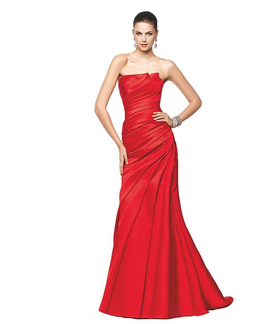 Vestido de fiesta rojo palabra de honor Modelo Nanami, ideal para bodas de noche - Pronovias 2015