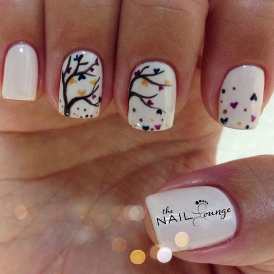 Art Nails : White background with sweet tree. Credit : Anonymous