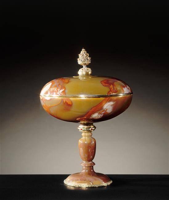 Coupe ovale en agate, entrée dans la collection de Louis XIV entre 1669 et 1673 – Milan, troisième quart du XVIe siècle - Paris, Musée du Louvre: