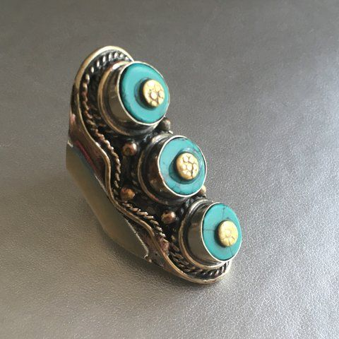 Handcrafted Ring with Turquoise stones. #gemstones
