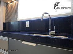 asti-marmores | Cozinhas Cozinha em Quartzo Stone Azul Estrelar #astimarmores #quartzostoneazulestrelar #cozinha #leilalibardi