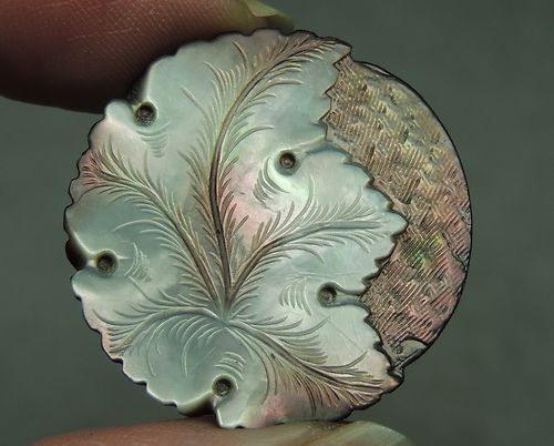CARVED MOP PEARL SHELL BUTTON ~ LEAF DESIGN: