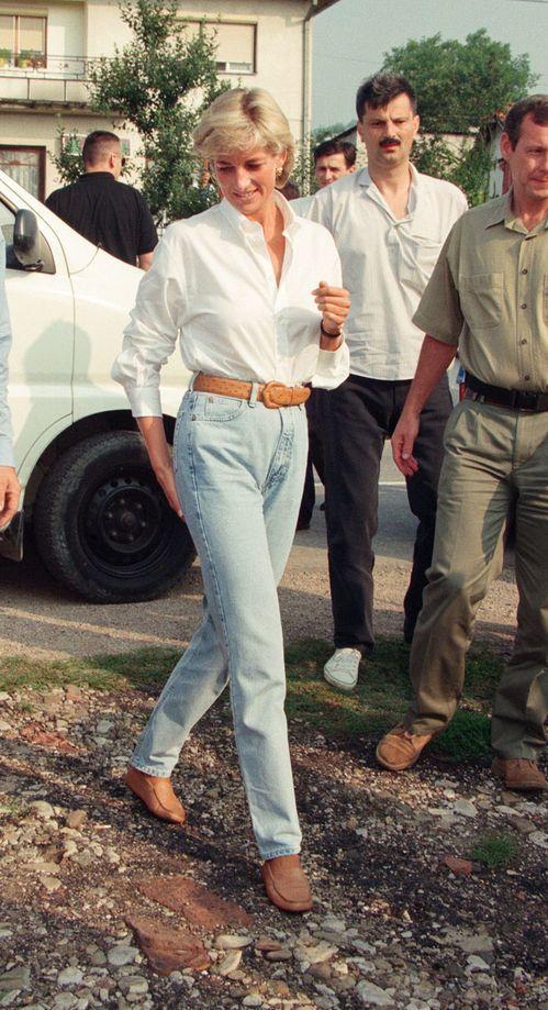 Lady Di en 28 looks casual qui nous inspirent #princessdiana La Princesse Diana en Bosnie-Herzégovine