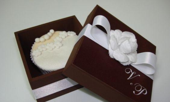 Lembrancinhas de casamento - caixa com cupcake