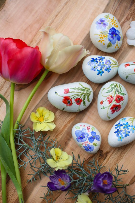 Spring Painted Rock Ideas, Easter Painted Rock Ideas, Watercolor flowers, Watercolor painted rocks, hand painted spring rocks, Easter Rocks, Easter egg designs, Spring design, Poppy painted rock, Pansy painted rock, Flower Watercolor design, Watercolor rocks, Easter Egg decor ideas, Easter decoration ideas, Easter Egg decorations,Easter egg design Flowers