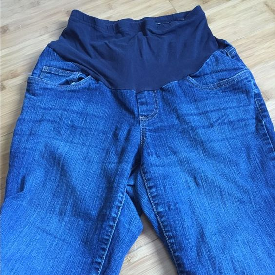 Maternity jeans Bottom bell has wear on these jeans. But otherwise good condition. Pants