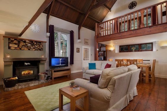 House in Ivybridge, United Kingdom. A former Mission Hall built in 1905 is new to the holiday market having been purchased by its current owners in the 2014. Beautifully refurbished, the hall has been designed with the feel of a relaxing boutique hotel in mind, in a stunning setting...