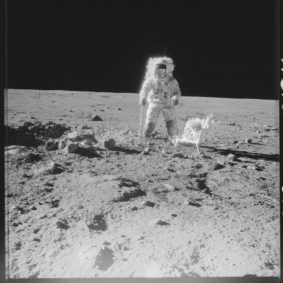 https://flic.kr/p/yKtTAq | AS12-49-7318 | Apollo 12 Hasselblad image from film magazine 49/Z - EVA-2