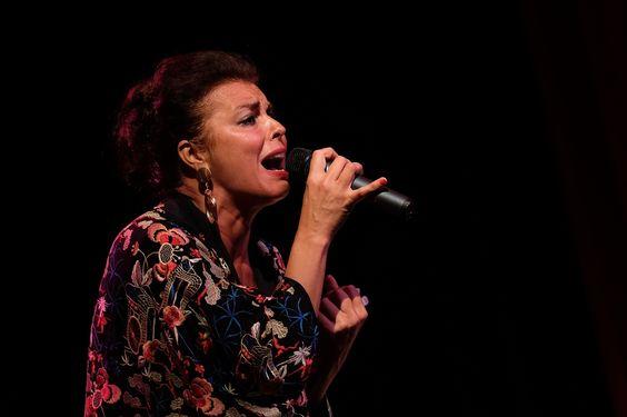 Esther Ovejero en el concierto de 'Todo sobre Almodóvar' de Fimucité 11. Foto de Aarón A. Ramos