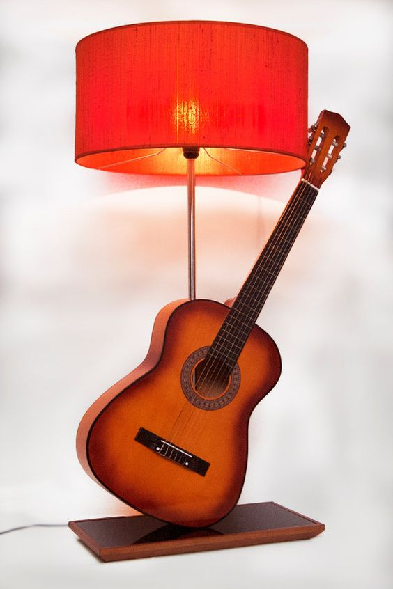 Akustische Gitarre-Lampe von StoreSWS auf Etsy