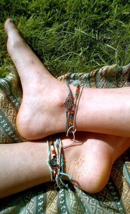 Image via We Heart It https://weheartit.com/entry/93199209/via/6693797 #boho #feet #hippie #nature #outside #summer #anklebracelet