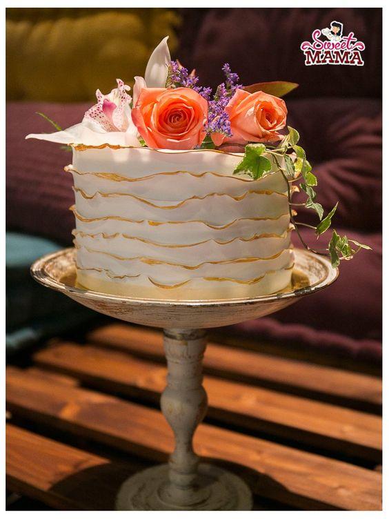 Empiezo el año recordando esta mesa dulce que hice a finales de noviembre en el showroom de Inmaculada García. Una mesa dulce pensada en su colección Golden Sunshine, llena de romanticismo y...