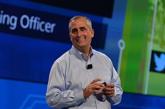 Izvršni direktor tvrtke Intel Corporation Brian Krzanich otvorio je Intelovu godišnju tehničku konferenciju predstavljanjem brojnih računalnih inicijativa i projekata koje pokazuju Intelovo brzo unaprjeđivanje novih tržišnih sektora u kojima je sve pametno i povezano. Krzanich i drugi direktori predstavili su nove strojne i programske razvojne alate, nove Intelove tehnologije i nove proizvode u više tehnoloških sektora.
