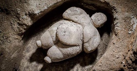 Incredible discovery of intact female figurine from neolithic era in Turkey…