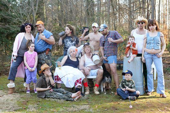 Hilarious family photo: 2015 Photoshoot, Fun Family Photos, Funny Family Photo Ideas, Funny Redneck, Funny Themed Family Photos, Redneck Christmas Photos, Funny Christmas Family Photos