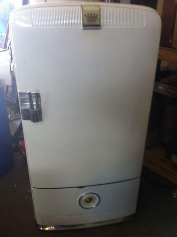 vintage 1940 39 s frigidaire refrigerator combo freezer man. Black Bedroom Furniture Sets. Home Design Ideas