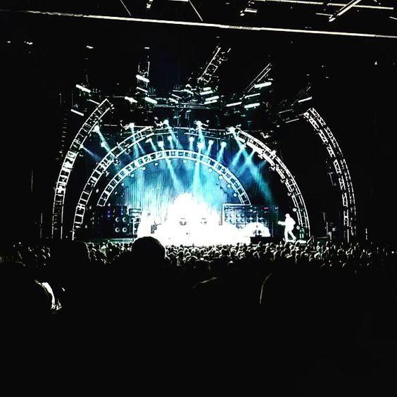 """Wolf Van Halen on Twitter: """"Last night in Pittsburgh. #VanHalen http://t.co/4Y6X6dlkIq"""""""