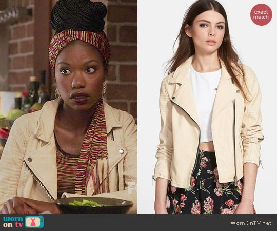 Tamra's cream leather jacket on The Mindy Project.  Outfit Details: http://wornontv.net/46971/ #TheMindyProject