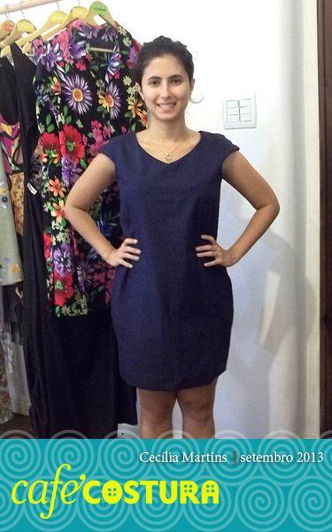 Cecília aproveitou as férias para costurar e volta para o trabalho toda prosa com o vestido novo!