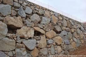 Resultado de imagem para pedras pra muro e superadob