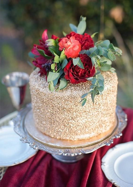 Sparkly New Year's-inspired wedding cake.