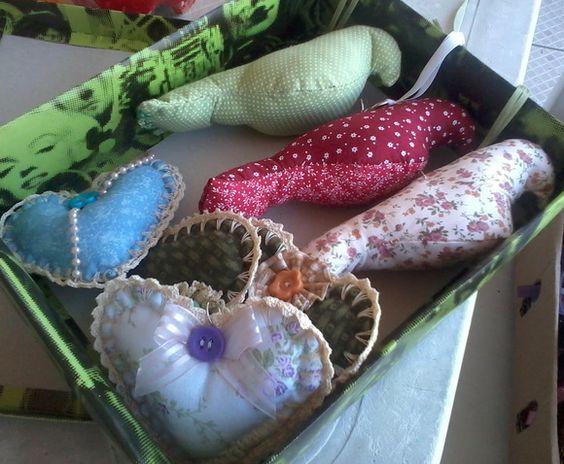 Conjunto de pingentes de pássaros e corações feitos à mão,tecido 100% algodão,enchimento acrílico.  Perfeito para decorar o quarto com romantismo e elegância.  Também um ótimo produto para presentear!! R$ 60,00