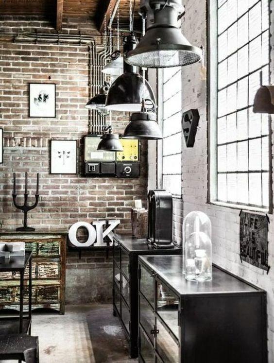 Apartment Design im industriellen Stil mit offenem Regal und grauer Couch