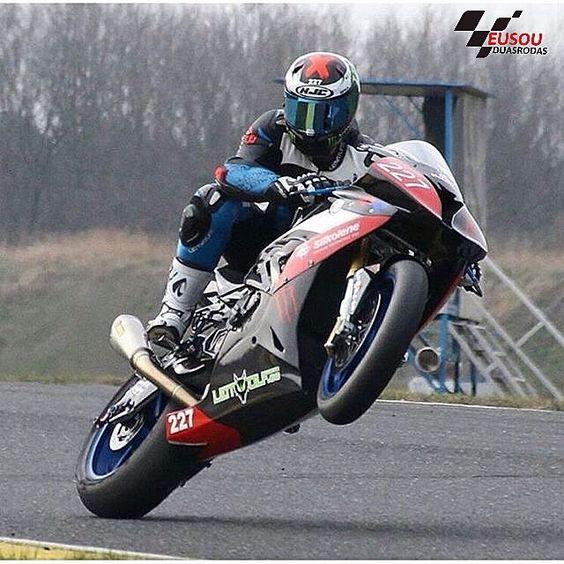 Grauuu ______________________________________________  #bikelife #Instamotogalery  #bikervideos #moto #motor #bike #repost  #photooftheday #yamaha #motorcycle #motocross #motorbike #honda #ktm #bmw #car #sportbiker #like4like #gopro #seguidores #kawasaki #ducati #cbr  #followme #suzuki #goprocar #eusouduasrodas by eusouduasrodas