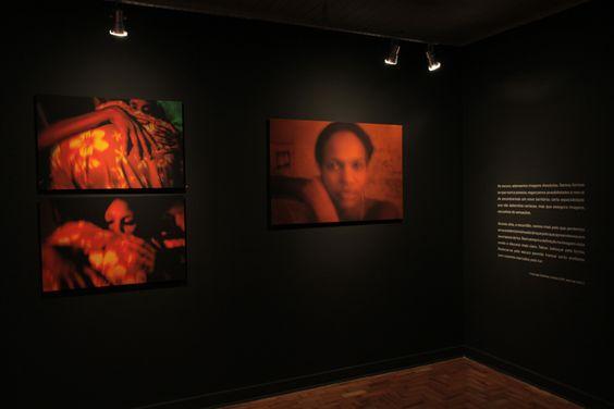 """Montagem e texto de apresentação da exposição """"Abismo da carne"""" do fotógrafo Ricardo Labastier e curadoria de Georgia Quintas."""