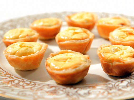 Caramelized Onion and Goat Cheese Tarts from FoodNetwork.com: Appetizers Dipssauces Snacks, Appetizers Snacks, Food Cooking Recipes, Onion Goat, Appetizers Caramelized, Goat Cheese Tarts, Recipes Appetizers, Onions Bake