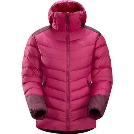 Par temps froid et sec le duvet THORIUM AR HOODY WOMEN'S est un excellent choix comme couche intermédiaire ou extérieure grâce à sa légèreté et sa chaleur considérable.