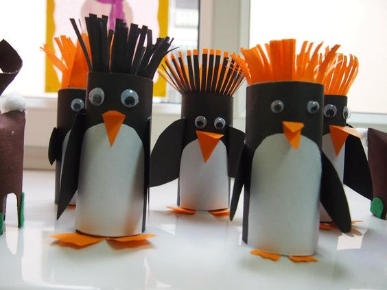 Cutest penguin craft ever!! Toilet paper rolls penguins! #RoseArtFun #CraftTime #Penguins