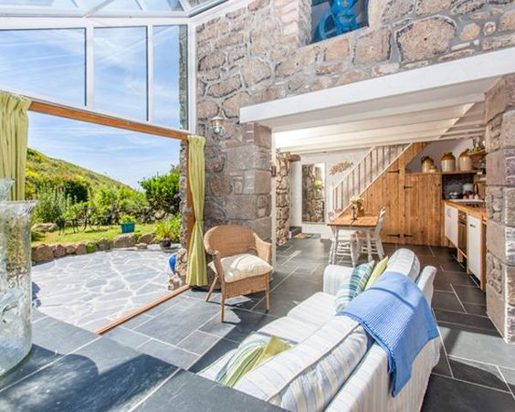 Seaview cottage (sleeps 4) with ground floor bedroom, heated floors, gorgeous conservatory