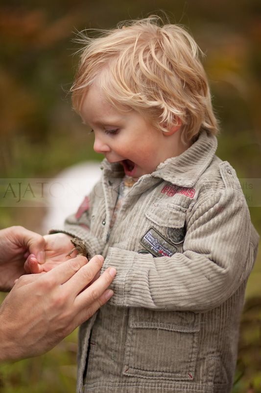 How adorable is this kid with a frog?