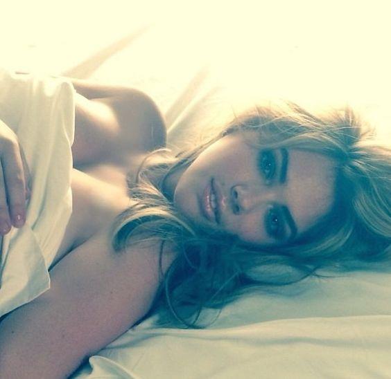 Lista das 100 famosas nuas que tiveram fotos vazadas na web
