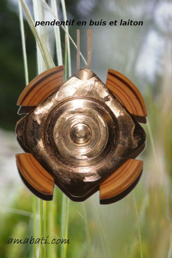 bijou fantaisie bois de buis et laiton, art singulier par amabati