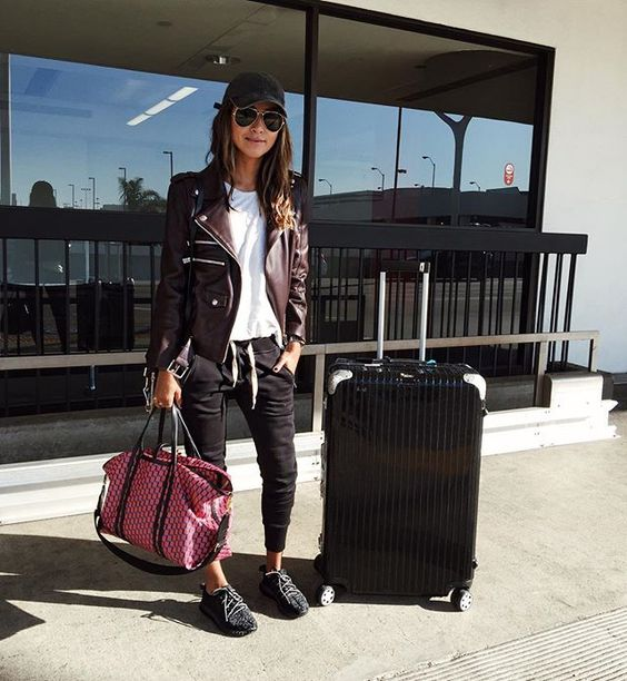 Airport look. ✔️ ✈️ | best joggers ever @shop_sincerelyjules shop them here: shopsincerelyjules.com: