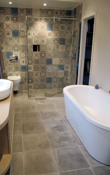 Patchwork tuile and carrelage de ciment on pinterest for Salle de bain carreau ciment