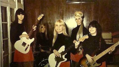 The Pleasure Seekers What A Way To Die 1965 Pleasure Seeker Noddy Holder Music Legends