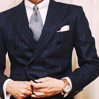 タブカラーで小粋なスーツ姿を目指す!ネクタイのバランス着こなし7選&おすすめ通販3つ