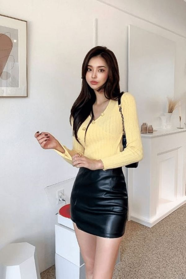Outfit for a slim girl: black leather skirt and yellow top