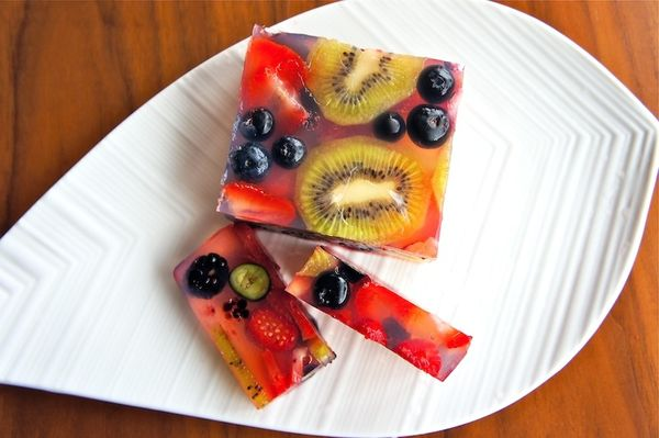 Kiwi And Berries Jelly made with agar agar - I'm going to try this with pretty edible flowers for a spring treat