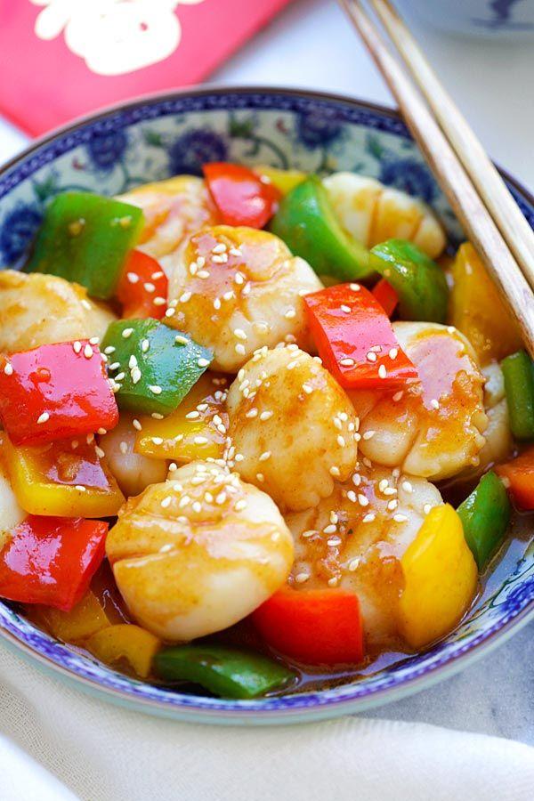 Szechuan Scallops - juicy and succulent scallops stir fry with fiery Szechuan sauce. So good and best served with rice | rasamalaysia.com
