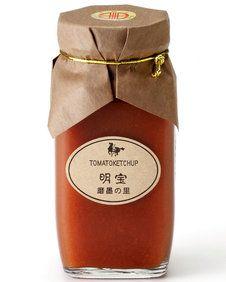 明宝トマトケチャップ  桃太郎トマトを煮込んだ手作りケチャップ。なめらかな舌触りとほのかなハーブの香り。温めてポークチキンのグリルに添えれば気の利いた一皿に。