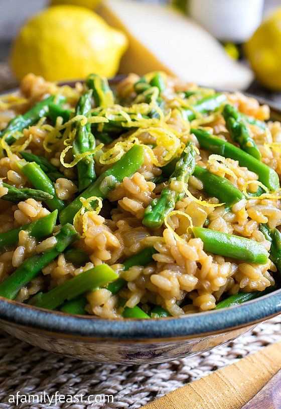 Asparagus Lemon Risotto - Wonderful fresh flavors of asparagus and lemon in a creamy, cheesy risotto. Delicious!