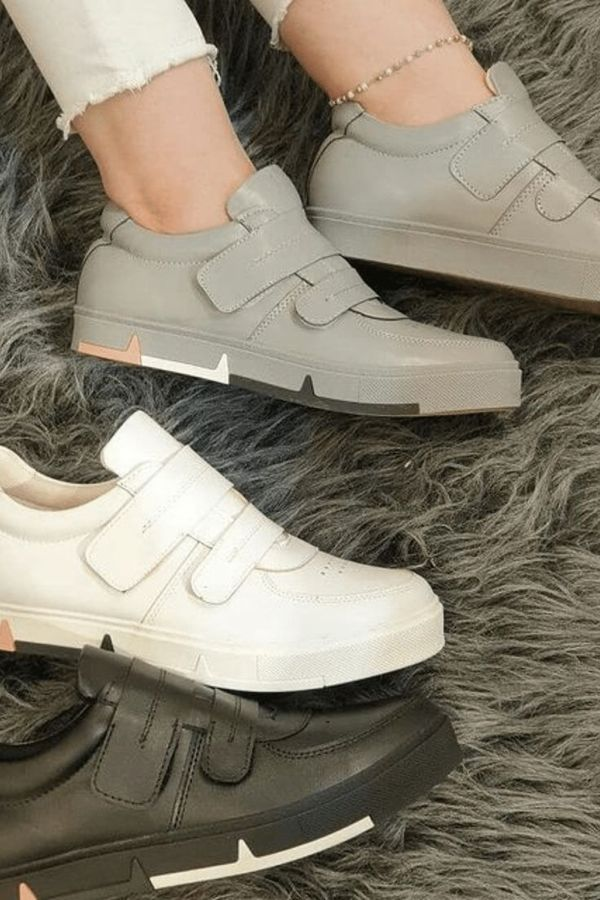 Comfortable sneakers for walking, etc.