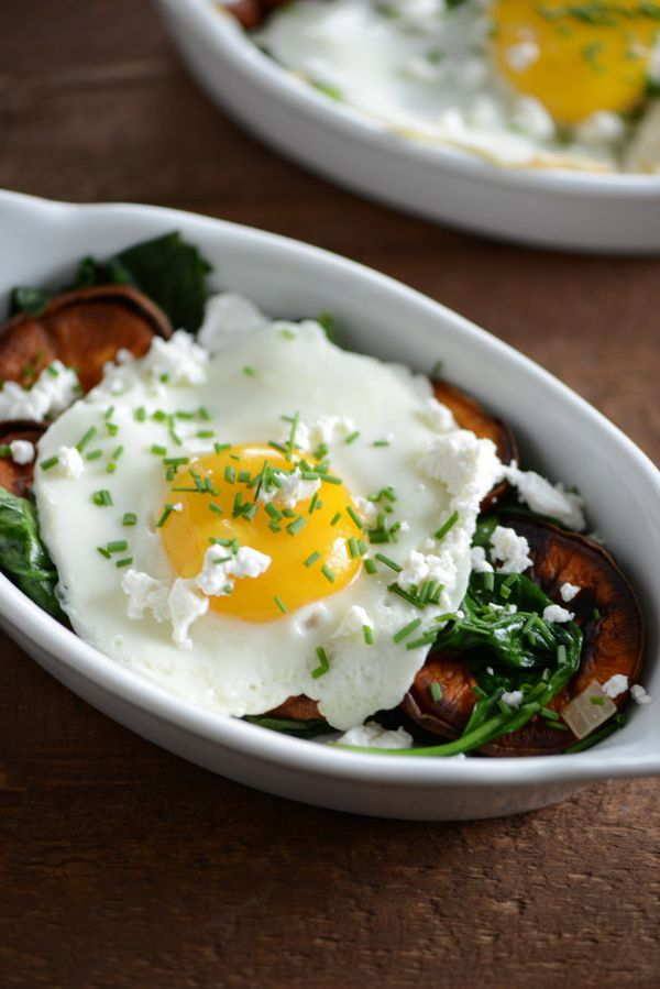 Sweet Potato and Spinach Breakfast Bowl | 27 Healthy Breakfasts Under 400 Calories For When You're In A Rush