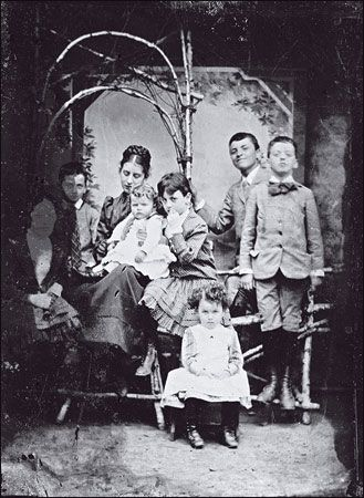 The Wittgenstein siblings in about 1890 (from left): Helene, Rudi, Hermine, Ludwig, Gretl, Paul, Hans and Kurt
