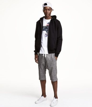 【脱・寝巻き】今年のスウェットショートパンツは普段着風に着るパジャマコーデ!?